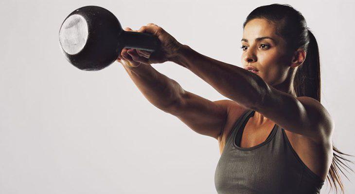 thuis sporten met gewichten