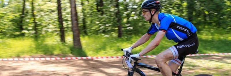 paleo dieet kritiek, man op mountain bike