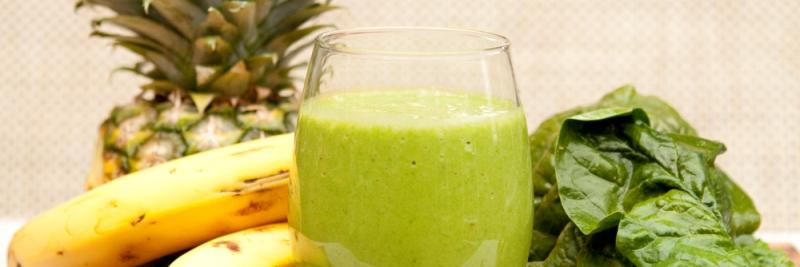 makkelijke smoothies, tropische smoothie met ananas en spinazie en banaan