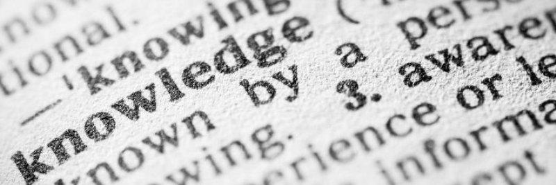 vermageren, in een engels woordenboek bladzijde met het het woord knowledge beschreven en definitie ervan