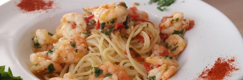 vetverbranding stimuleren om een wasbordje te kweken, bord spaghetti met garnalen